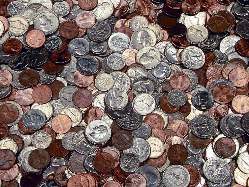 Фотография медных и серебряных монет.